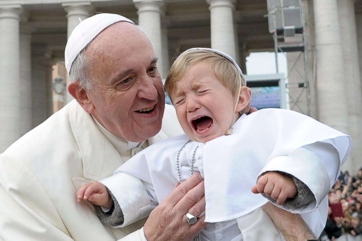 pope-francis-kisses baby